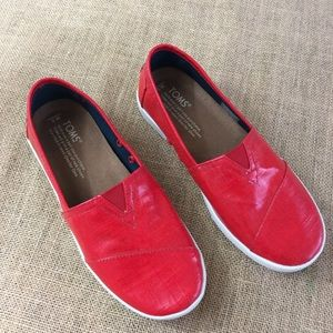 Toms classic coated slip-ons  size 5 in red
